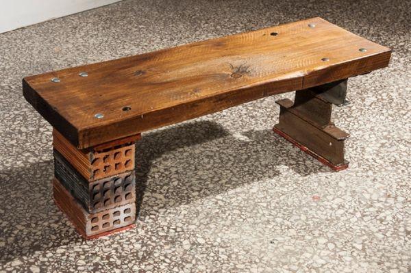 Ξύλινο ρετάλι από μαδέρι, τούβλα και σίδερα τύπου Ήτα. 30 x 90 x 30εκ.